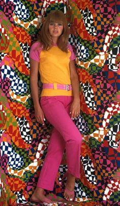 Sixties — Fashion photo shoot with Britt Ekland in 60s And 70s Fashion, 60 Fashion, Fashion History, Retro Fashion, Fashion Models, Fashion Outfits, Fashion Design, Fashion Trends, Sporty Fashion