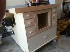 table saw table plans Garage Workbench Plans, Table Saw Workbench, Table Saw Jigs, Mobile Workbench, Diy Table Saw, A Table, Diy Workbench, Router Table, Wood Table