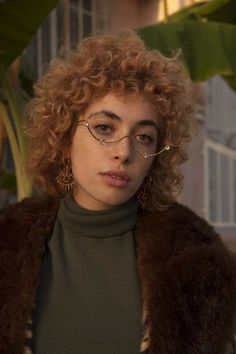 Shaggy Medium Length Bob - 60 Messy Bob Hairstyles for Your Trendy Casual Looks - The Trending Hairstyle Curly Hair With Bangs, Girl Short Hair, Short Curly Hair, Curly Hair Styles, Natural Hair Styles, Perms For Short Hair, Messy Bob Hairstyles, Trending Hairstyles, Girl Hairstyles