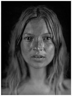 "Kate Moss photo by Chuck Close. Charles Thomas ""Chuck"" Close is an American painter and photographer who achieved fame as a photorealist, through his massive-scale portraits. Chuck Close, Kate Moss, Sean Lennon, Toni Garrn, L'express Styles, Under The Hammer, Arte Pop, Photorealism, Black White"
