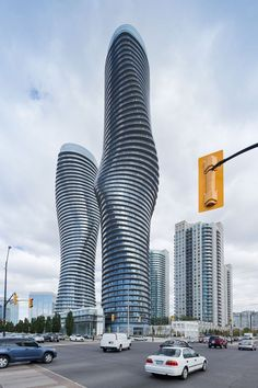 ABSOLUTE TOWERS (Torres Marilyn Monroe) .MAD Architects en Mississauga, Toronto (Canadá), 2012.