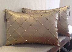 Silk cushions embroidered with small golden pearls, side trim - Bed Cover Design, Cushion Cover Designs, Pillow Design, Sewing Pillows, Diy Pillows, Throw Pillows, Diy Pillow Covers, Decorative Pillow Covers, Pillow Crafts