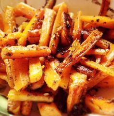 Fűszeres sült répa- és zellercsíkok Wok, Carrots, Cake Recipes, Bacon, Paleo, Food And Drink, Potatoes, Vegetables, Cooking