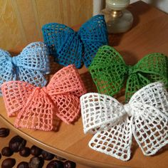 More bows …. # crochet decorations # crafts … – My CMS Bandeau Crochet, Crochet Bows, Thread Crochet, Crochet Crafts, Crochet Stitches, Crochet Projects, Scarf Crochet, Diy Crochet, Crochet Bow Pattern