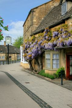 Broadway, Worcestershire http://www.picturesofengland.com/England/tour/English_Cottages/pictures/1089516