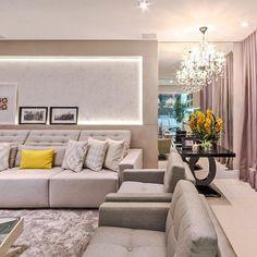 Boaaaa noiteeee!! O amarelo alegrou o cinza dessa sala linda ✨✨ #boanoite #interiores #decor #detalhes #decoracao #decorating #decoracaodeinteriores #architect #arquitetura #arqmbaptista #arquiteturadeinteriores #saladetv #marianemarildabaptista