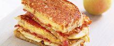 DAGENS RETT: Ostesmørbrød med, bacon, pære og karamellisert løk - Aperitif.no Frisk, Bacon, Sandwiches, Girly, Snacks, Cooking, Breakfast, Food, Women's