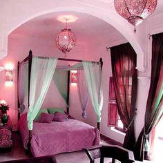 moroccan bedroom exotic moroccan bedroom decorating light and deep purple colors - Moroccan Bedroom Decorating Ideas