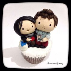 """Cabin Pressure Recordingcake - Benedict receiving his Martin Crieff """"Muffin Top"""". Totally makes me giggle. :)"""