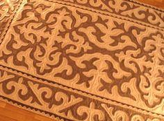 GlobeIn: Handmade Shyrdak Felt Rug from Kyrgyzstan - brown #GlobeIn