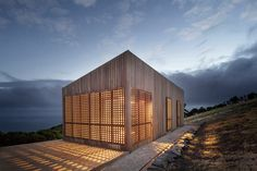 Moonlight Cabin / Jackson Clements Burrows