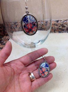 Par de aros con base de metal por LasJoyitasDeMarie en Etsy, $16.00