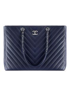 New for Summer 2016-Large shopping bag, grained calfskin-navy blue - CHANEL