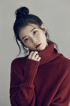 While the K-pop industry has a slew of girl groups garnering popularity with their dance moves, attention-grabbing melodies and charming looks, there are also a number of talented female sol. Pretty People, Beautiful People, Luxy Hair, Fall Inspiration, Monalisa, Poses, Beautiful Asian Women, Korean Actresses, Ulzzang Girl