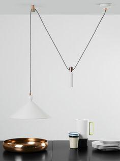 New Industrial Design deluxe Die Ogilvy Leuchten sind von alten Arbeitslampen inspiriert Das mattschwarze Finish die Messingdetails und die schmalen