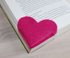 Inspiring 13 Creative Kids Valentine Craft Ideas For the creative kids, absolutely you also need some creative ideas, for example when making some decorations for Valentine's day. Kids Crafts, Valentine Crafts For Kids, Felt Crafts, Diy And Crafts, Craft Projects, Sewing Projects, Projects To Try, Arts And Crafts, Craft Ideas