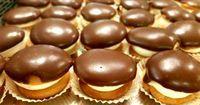 Απίθανη συνταγή για τέλεια λαχταριστά κοκάκια από τα χεράκια σας!!!! Tα κοκάκια είναι από τα γλυκά τα οποία αρέσουν σε ποσοστό 95% στην Ελλάδα. Mπορούμε πολύ εύκολα να τα βρούμε σε ζαχαροπλαστεία αλλά όταν είναι να τα φτιάξουμε μόνοι μας μπορούμε να τα πετύχουμε; Υλικά ΓΙΑ ΤΟ ΠΑΝΤΕΣΠΑΝΙ 5 αυγά 1 1/2 ποτήρι αλεύρι για