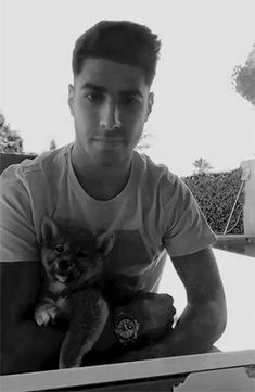 Marco Asensio with his dog Real Madrid Cake, Isco Real Madrid, Real Madrid Logo, Real Madrid Team, Real Madrid Soccer, Real Madrid Players, Logo Real, Liverpool Nightlife, Liverpool Memes