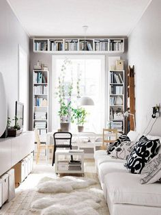 2017's Best Small Space Decorating Ideas- vertical bookshelves