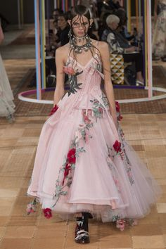 See all the Collection photos from Alexander McQueen Spring/Summer 2018 Ready-To-Wear now on British Vogue Fashion Week Paris, Fashion 2018, Runway Fashion, Couture Fashion, Alexander Mcqueen 2018, Alexandre Mcqueen, Parsons School Of Design, Bustiers, Rose Dress