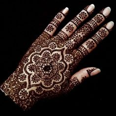 Detailed wedding henna / mendhi for bride