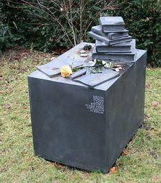 Grave of American left -wing journalist Melvin Jonah Lasky in Berlin