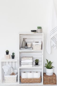 Andrea at The Beauty Dojo used her wood crates to make this crate shelves bathroom organizer. So simple yet so charming! And storage? - Organizer Shelves - Ideas of Organizer Shelves Wood Crate Shelves, Wood Crates, Deco Cool, Boho Deco, House Shelves, Boho Bathroom, Bathroom Ideas, Bathroom Shelves, Bathroom Storage