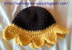 This crochet sunflower sun hat is one of the many free crochet patterns by Crochet Baby Hats, Crochet Beanie, Knit Or Crochet, Crochet For Kids, Crochet Crafts, Crochet Clothes, Crochet Projects, Free Crochet, Knitted Hats