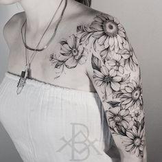 """Der Stil """"Blackwork"""" im brasilianischen Tattoo - tatoo feminina Mini Tattoos, Cute Tattoos, Beautiful Tattoos, Black Tattoos, Tatoos, Finger Tattoos, Body Art Tattoos, Sleeve Tattoos, Sunflower Tattoo Sleeve"""