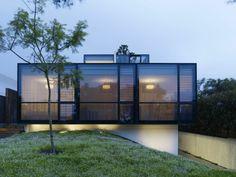 Modernes Einfamilienhaus mitten in der Großstadt