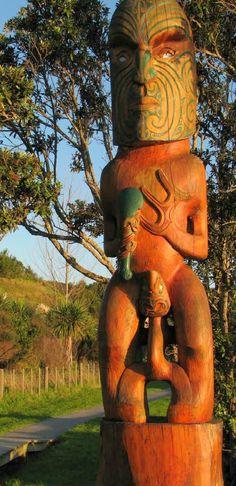 Maori Carving - Omaha Beach, Aotearoa Wassily Kandinsky, The Beautiful Country, Beautiful World, Tiki Lounge, Tiki Tiki, Nz Art, My Past Life, Maori Art, All Things New