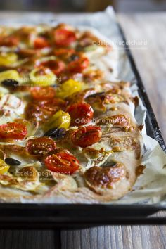 Pizza jaune et rouge