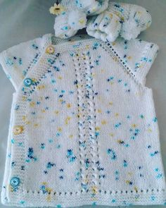 This Pin Was Discovered By Zekiye İngilo - Diy Crafts Easy Knitting Patterns, Knitting For Kids, Free Knitting, Baby Knitting, Crochet Baby, Vestidos Bebe Crochet, Baby Mittens, Baby Pullover, Simple Embroidery