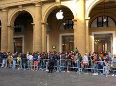 notizie  G.M.:   Apple: lunga fila in centro Firenze per l'apertu...