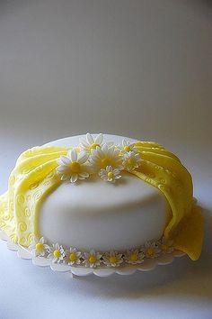 Fondant Daisy Cake | Grace Huang | Flickr