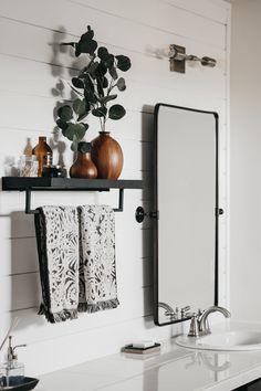 Amazing DIY Bathroom Ideas, Bathroom Decor, Bathroom Remodel and Bathroom Projects to help inspire your master bathroom dreams and goals. Diy Bathroom Vanity, Boho Bathroom, Simple Bathroom, Bathroom Ideas, Bathroom Organization, Minimal Bathroom, Bathroom Mirrors, Bathroom Cabinets, Bath Ideas