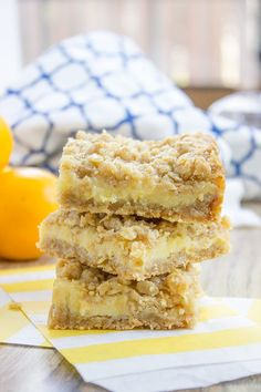 Easy Creamy Lemon Crumb Bars / Dinner Then Dessert