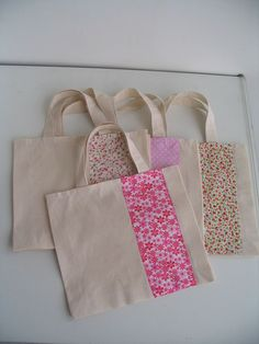 images of bags for girls – Search with Google - #fabriccraftsBaby #fabriccraftsDIY #fabriccraftsIdeas #fabriccraftsLeftover #fabriccraftsNursery #fabriccraftsPillows #fabriccraftsPrimitive #fabriccraftsToys Cotton Shopping Bags, Fabric Gift Bags, Diy Tote Bag, Jute Bags, Patchwork Bags, Cotton Bag, Cotton Fabric, Cloth Bags, Handmade Bags