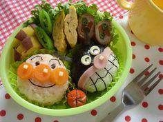 Art for Kids : Kyaraben or charaben (キャラ弁), a shortened form of character bento (キャラクター弁当 kyarakutā bentō), Kawaii Bento, Cute Bento, Bento Recipes, Lunch Box Recipes, Bento Ideas, Cute Food, Good Food, Cute Lunch Boxes, Japanese Lunch