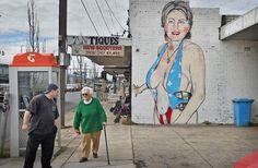 """Portret van halfnaakte Hillary Clinton krijgt niqab: """"Ik geloof niet in complotten, maar..."""" - HLN.be"""
