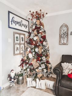 Buffalo check mixed with farmhouse. Best Christmas Tree Decorations, Ribbon On Christmas Tree, Beautiful Christmas Trees, Noel Christmas, All Things Christmas, Christmas Themes, Christmas Crafts, Christmas Traditions, Holiday Decor