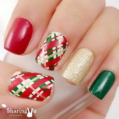 Green, Gold and Red Christmas / Winter Nails