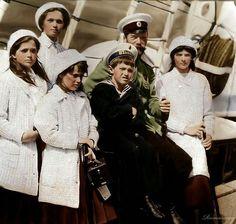 Царь Николай II и его дети: Ольга, Татьяна, Мария, Анастасия и Алексей