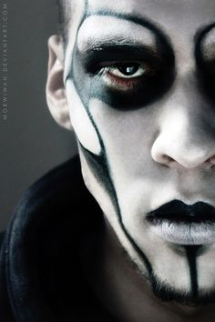 Check Out 21 Halloween Makeup Ideas For Men. Halloween is right around the corner and sometimes the best costumes start with the artwork. Halloween Noir, Halloween Men, Halloween Face Makeup, Halloween Halloween, Halloween Costumes, Goth Makeup, Sfx Makeup, Costume Makeup, Evil Makeup