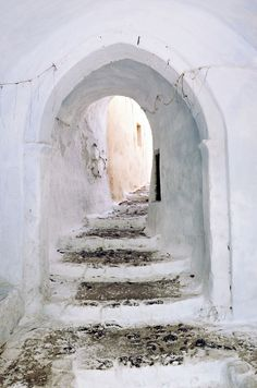 Looks like there's more to find at Pyrgos castle entrance in Santorini Pinturas Bob Ross, Oh The Places You'll Go, Places To Visit, Santorini Grecia, Santorini Island, Tadelakt, Foto Art, Greece Travel, Wanderlust Travel