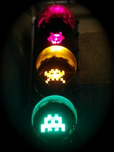 4_space-invader-pixel-graffiti-art-on-stop-lights