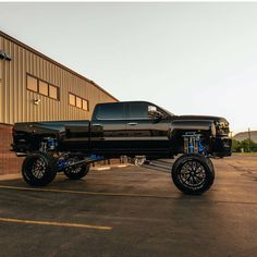 Wow… Look at the suspension! #liftedtrucks #getlifted #offroad #offroadtrucks…