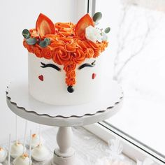 Girly fox cake - add flowers