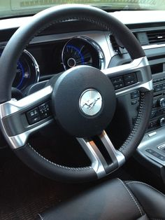 picture of 2014 ford mustang v6 premium interior