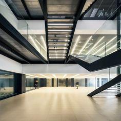 Batlle i Roig   Building Barcelona. Massimo Dutti Headquarters. Photography: www.jordisurroca.com